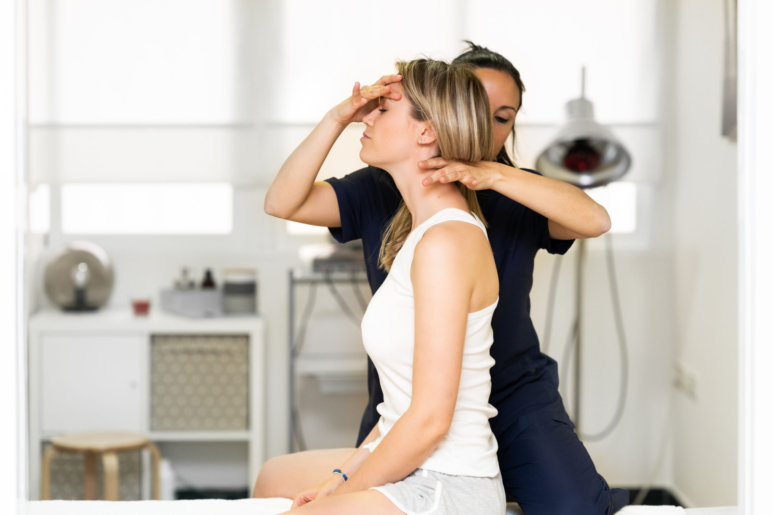 Czym jest terapia manualna kręgosłupa?