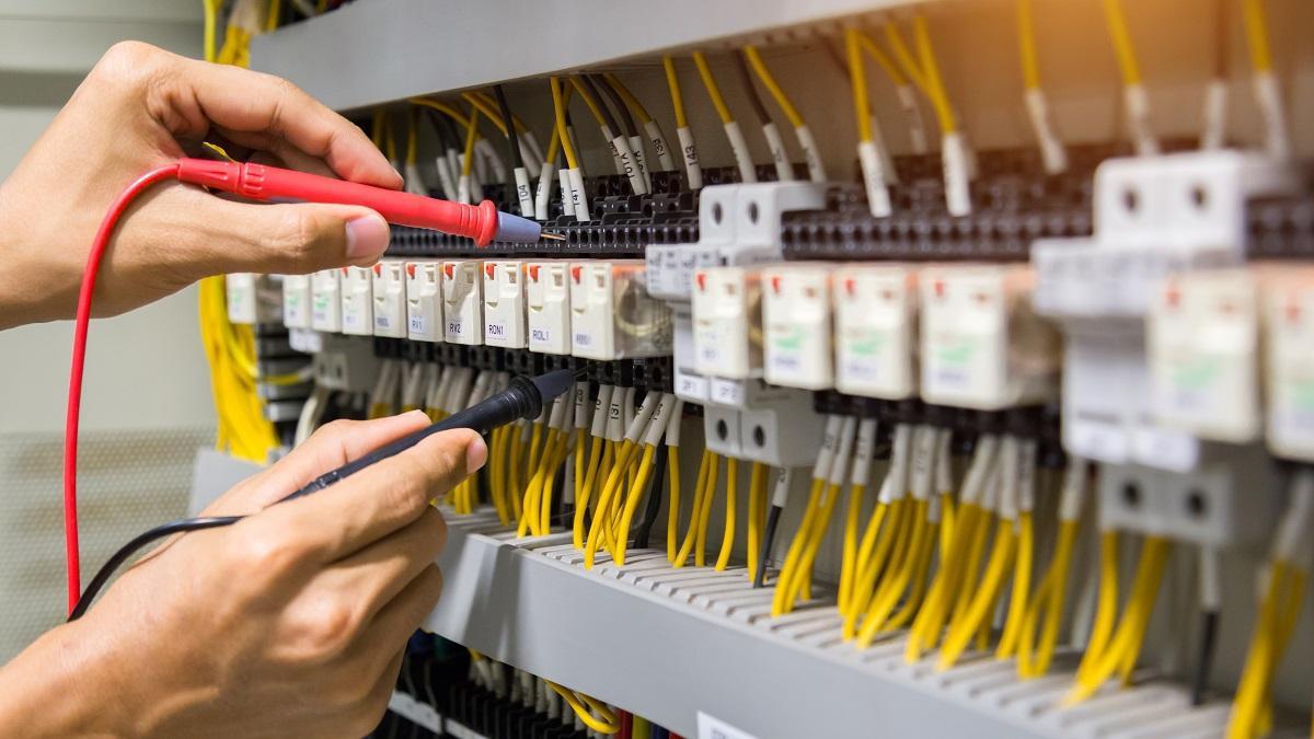 Pogotowie elektryczne- usuwanie awarii elektrycznych przez elektryka